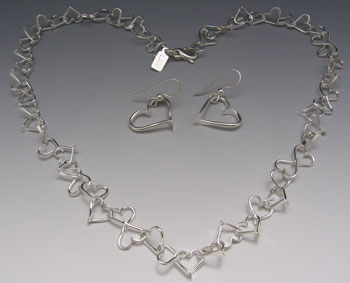 "Cascading Heart Necklace (18""),"